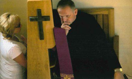 """""""L'accolse con sé"""": notte di adorazione eucaristica e sacramento della riconciliazione"""