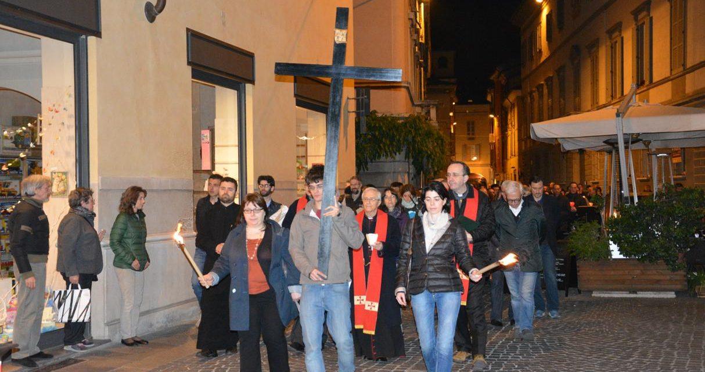 Venerdì santo: Via Crucis nelle parrocchie della diocesi