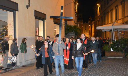 Venerdì santo: la via crucis nelle diverse comunità della diocesi