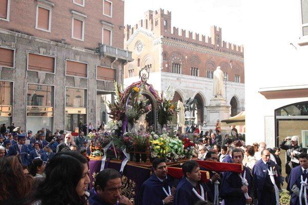 """""""El Senor de los milagros"""": celebrazione in San Carlo"""