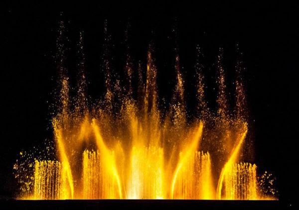 Kronos: fontane danzanti in Piazza Duomo