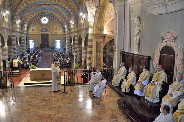 Concattedrale di Bobbio: ingresso di mons. Adriano Cevolotto
